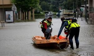 Μία νεκρή από τις πλημμύρες στο Παρίσι (pics+video)