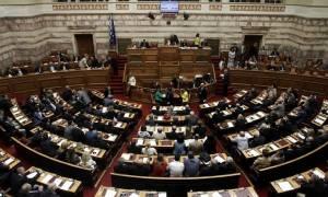 Βουλή: Όλοι εναντίον όλων για τις τροπολογίες