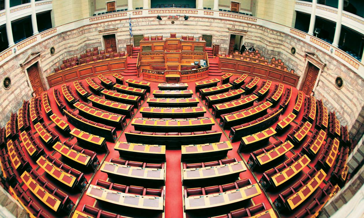 Υπερψηφίστηκαν οι τροπολογίες για την «αφαίμαξη» των Ελλήνων και την εκταμίευση της πρώτης δόσης