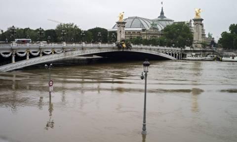 Πλημμύρες Γαλλία: Ο Σηκουάνας «απειλεί» αριστουργήματα στο Λούβρο