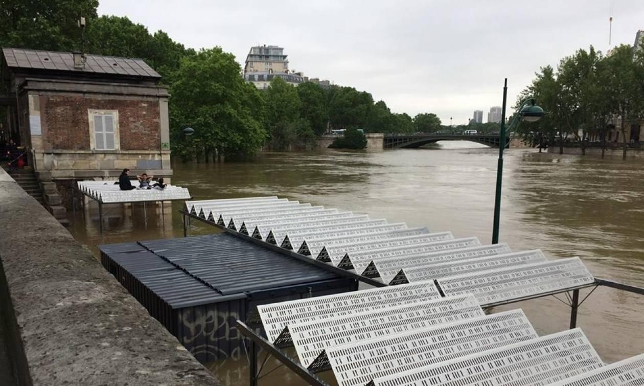 Σε «πορτοκαλί» συναγερμό το Παρίσι - Πάνω από τα 6 μέτρα η στάθμη των νερών του Σηκουάνα