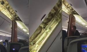 Τρόμος στον αέρα: Τους έπεσε ο ουρανός (του αεροπλάνου) στο κεφάλι! (video)