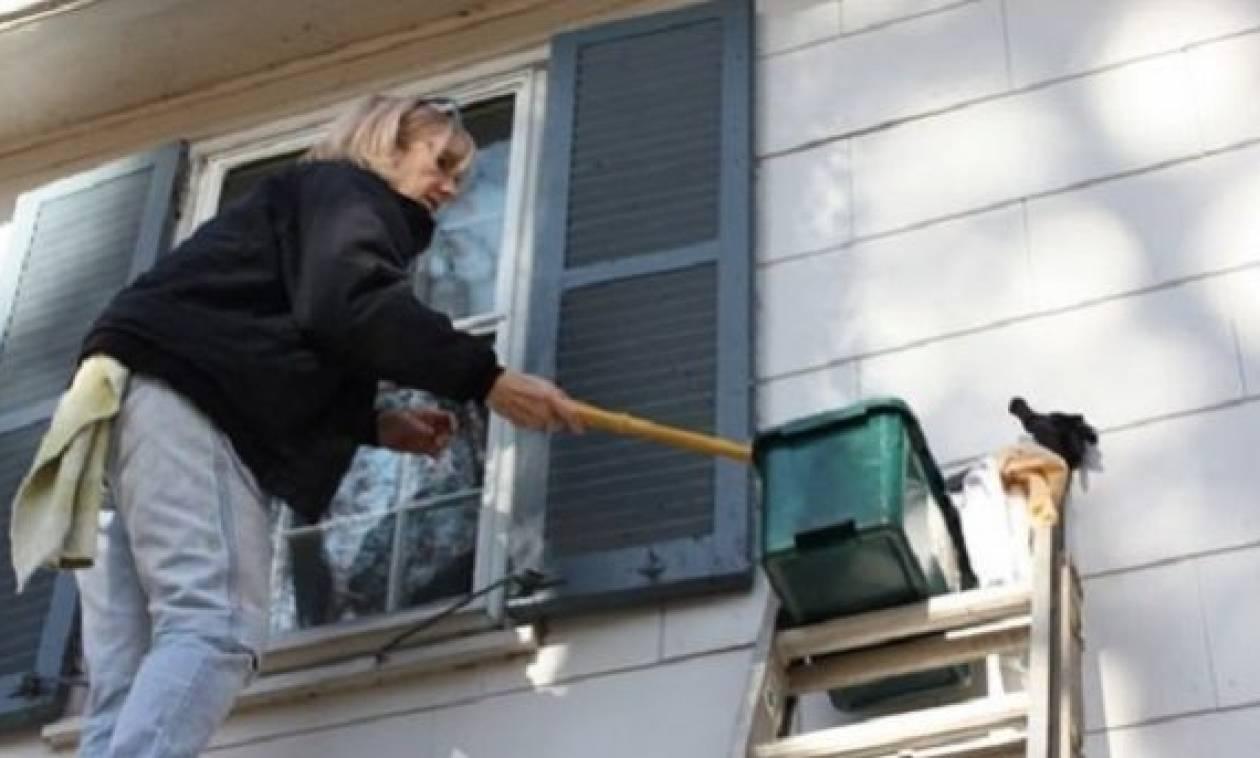 Πώς θα καθαρίσετε σωστά τα παντζούρια του σπιτιού σας