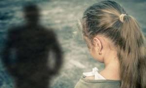Ο «θείος» φιλούσε 11χρονη και βρέθηκε με χειροπέδες στη Λευκωσία