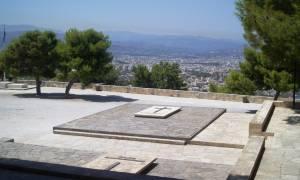 Διαψεύδει η κυβέρνηση ότι περνούν στο υπερ-ταμείο οι Τάφοι των Βενιζέλων