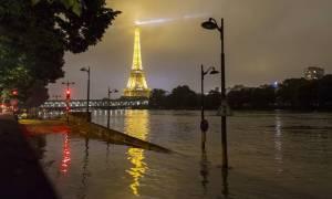 Γαλλία: Υποχωρεί με αργούς ρυθμούς η στάθμη του ποταμού Σηκουάνα (pic+vid)