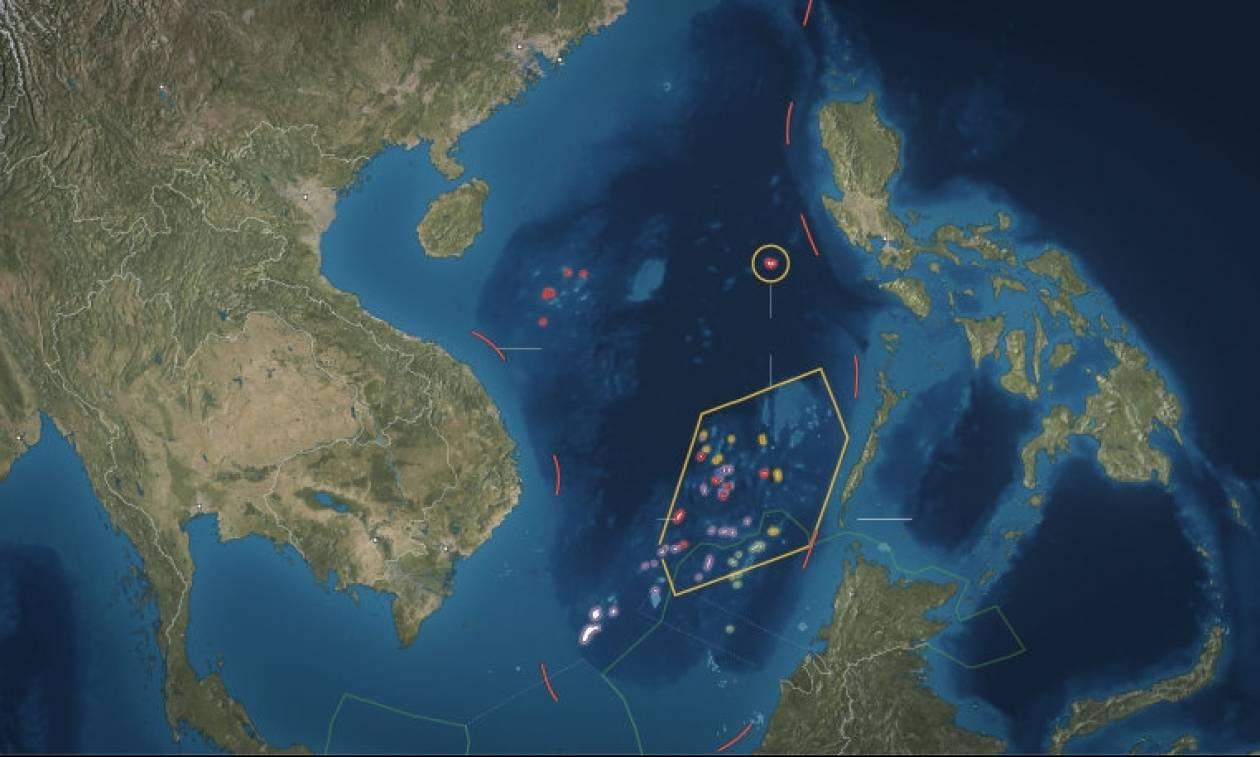 Κλιμακώνεται η ένταση μεταξύ ΗΠΑ και Κίνας στη Νότια Σινική Θάλασσα (Vids)
