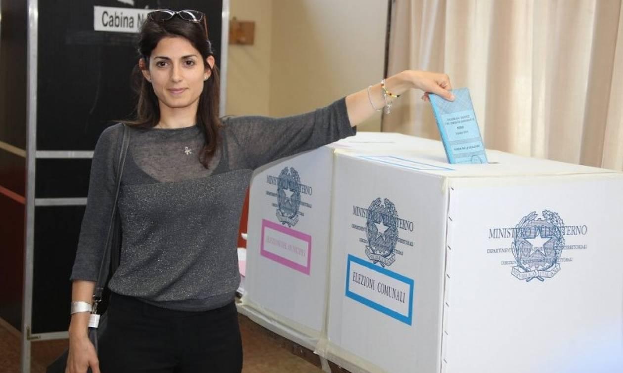 Ιταλία-Δημοτικές εκλογές: Μεγάλες νίκες για το κίνημα Πέντε Αστέρων – Χαμηλά ποσοστά Ρέντσι (Vid)