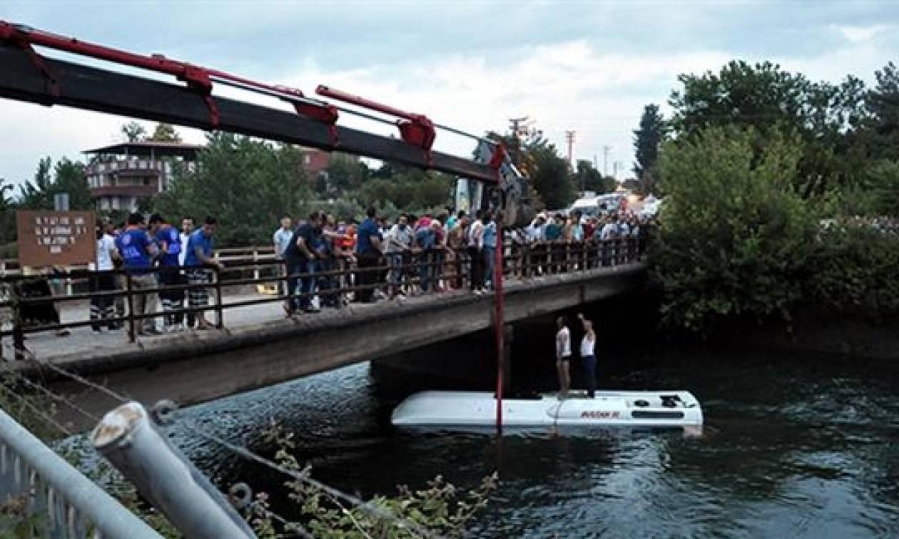 Τραγωδία στην Τουρκία: Πνίγηκαν 14 άνθρωποι σε σχολικό λεωφορείο που έπεσε σε ποτάμι (Vid)