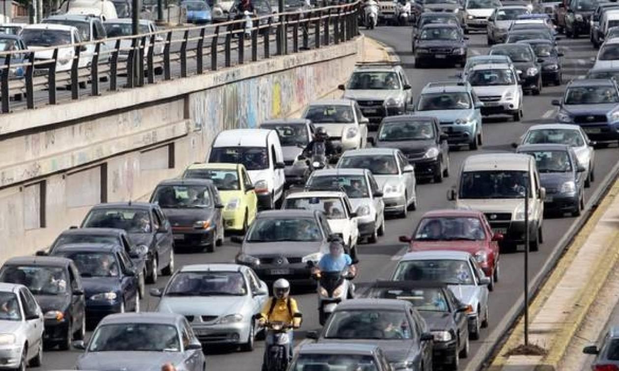 Χάος στους δρόμους από το πρωινό «χειρόφρενο» σε ΜΜΜ – Ποια σημεία πρέπει να αποφύγετε