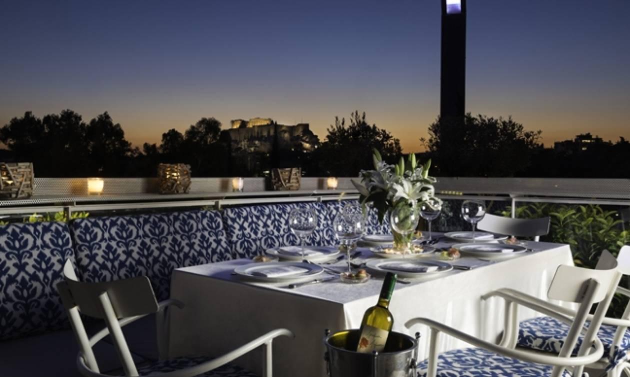 Το ανακαινισμένο Skyfall Cocktail & Food Bar σάς υποδέχεται με κοκτέιλ και μεσογειακή κουζίνα