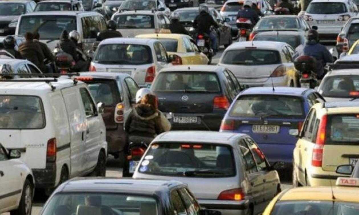 «Χάος» στην Εθνική Αθηνών – Λαμίας λόγω τροχαίων