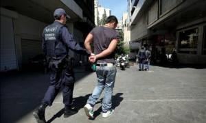 Σύλληψη 21χρονου Αλβανού για ληστείες σε βάρος γυναικών στη Νίκαια στον Πειραιά