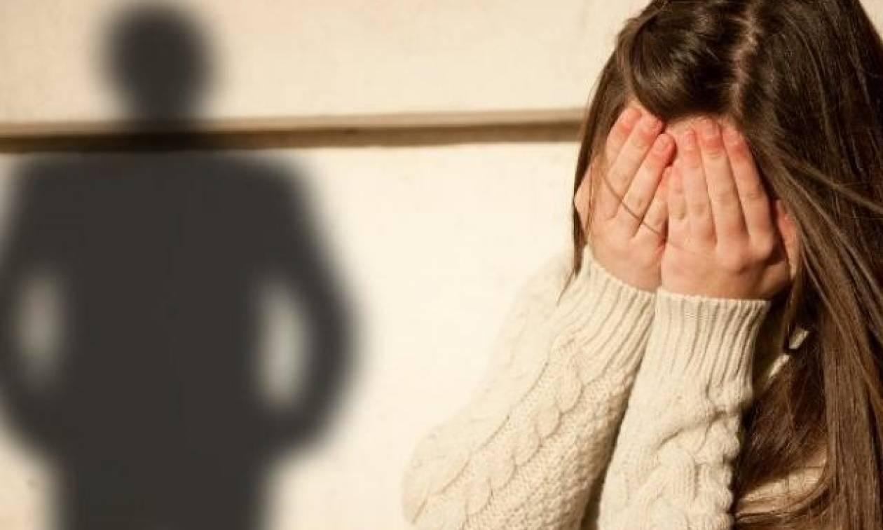 Φρίκη στη Ρόδο: Συνέλαβαν παιδόφιλο να αυνανίζεται έξω από σχολείο!
