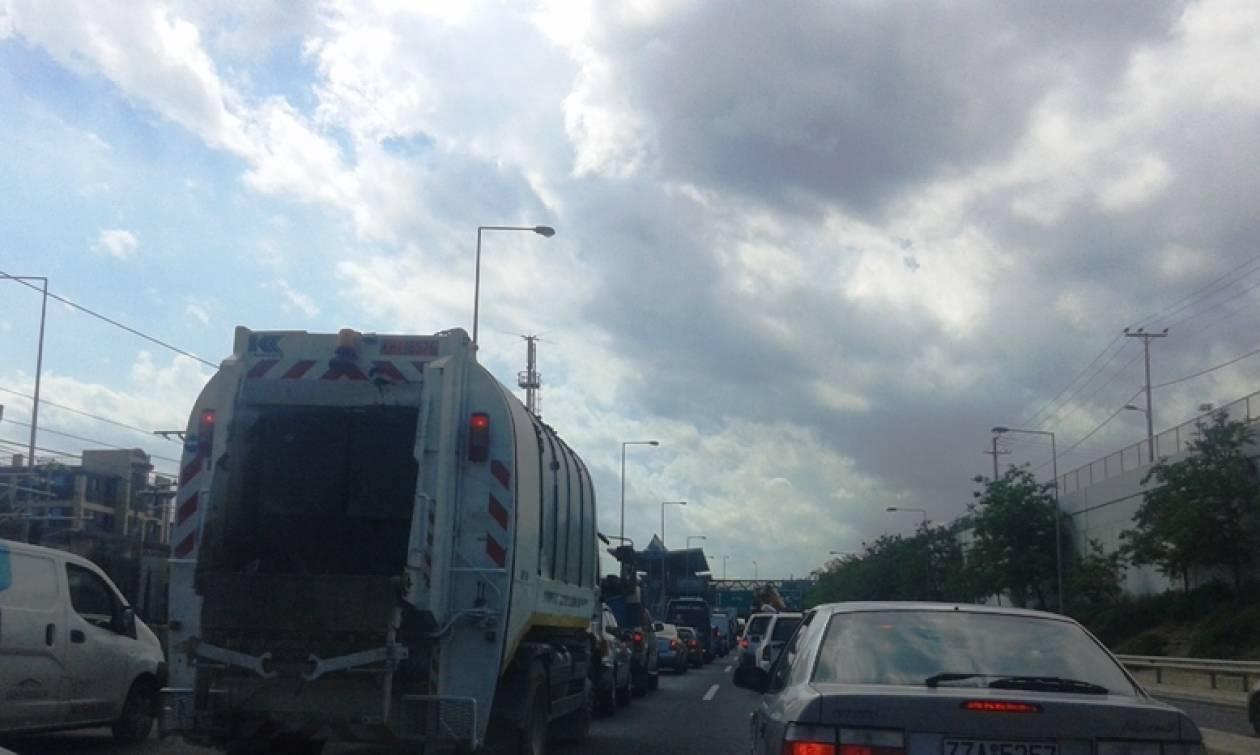 ΤΩΡΑ: Ουρές χιλιομέτρων στην Αττική οδό μετά το δυστύχημα (pics)
