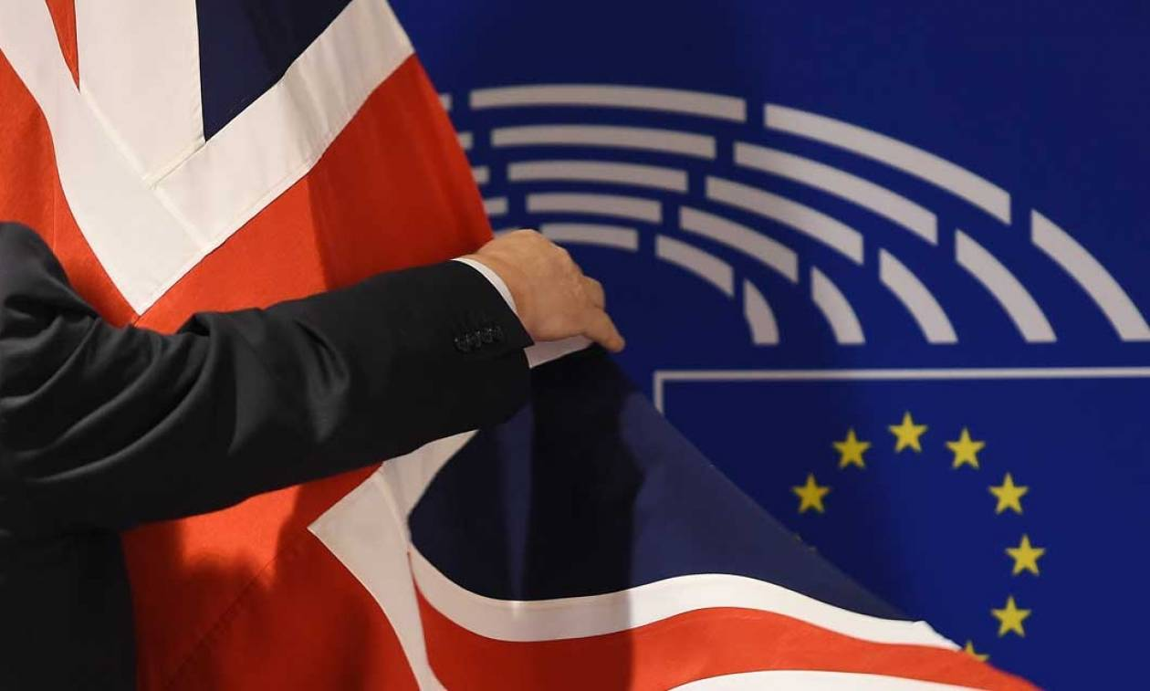 Brexit: Απειλεί την ειρήνη στη Β. Ιρλανδία - Παράταση των εγγραφών ψηφοφόρων