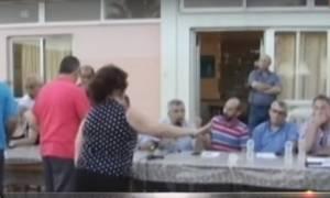 Χαμός στη Μυτιλήνη: Κάτοικοι της Μόριας προπηλάκισαν και έβρισαν δήμαρχο και βουλευτές (vid)