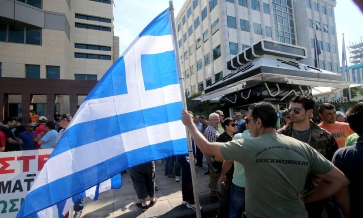 Έξω από το Χρηματιστήριο διαμαρτύρονται οι λιμενεργάτες
