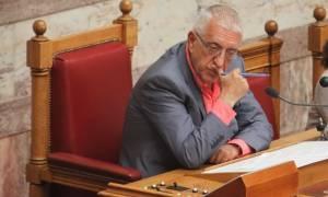 Έξαλλος ο Κακλαμάνης για τις απουσίες υπουργών - «Θα προτείνω αλλαγή κανονισμού»