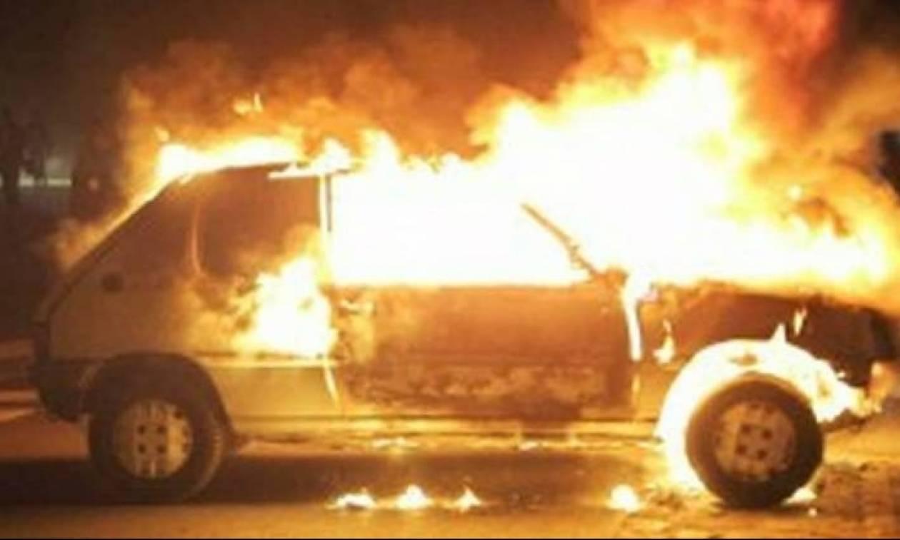 Πώς πιάνει ένα αυτοκίνητο φωτιά