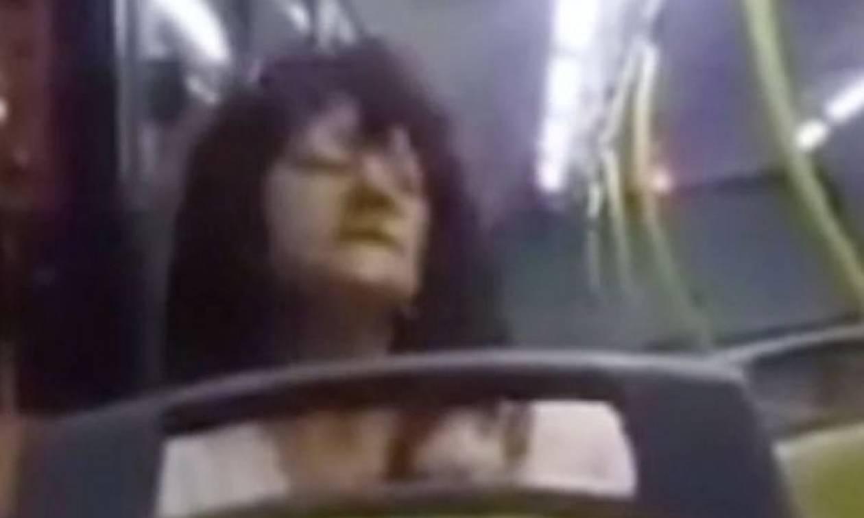 Δαιμονισμένη σκορπά τον τρόμο: Κάνει κύκλους το κεφάλι της και ουρλιάζει με φωνή... Σατανά! (video)