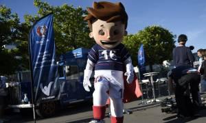 Euro 2016 - Επική γκάφα: Η μασκότ είναι και sex toy!