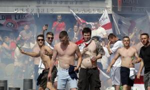 Euro 2016: Ο απόλυτος χαμός στη Μασσαλία - Σύγκρουση Άγγλων χούλιγκαν με Ρώσους (photo-video)