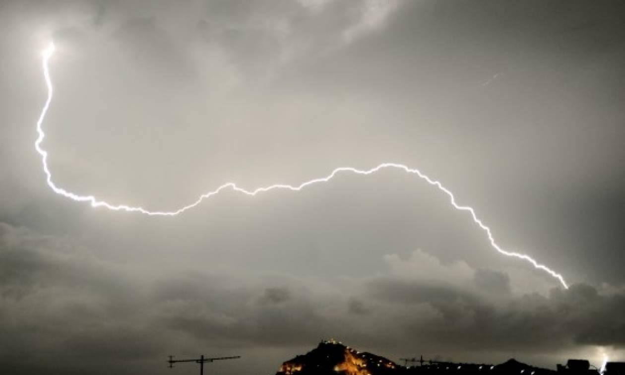 Αλλάζει το σκηνικό του καιρού: Έρχονται βροχές, καταιγίδες και χαλάζι