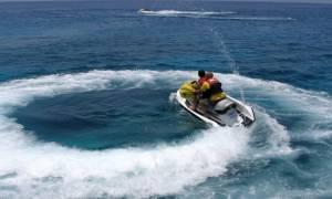 Σοκαριστικό ατύχημα στη Χερσόνησο: Πατέρας και γιος που επέβαιναν σε jet ski «καρφώθηκαν» σε σκάφος