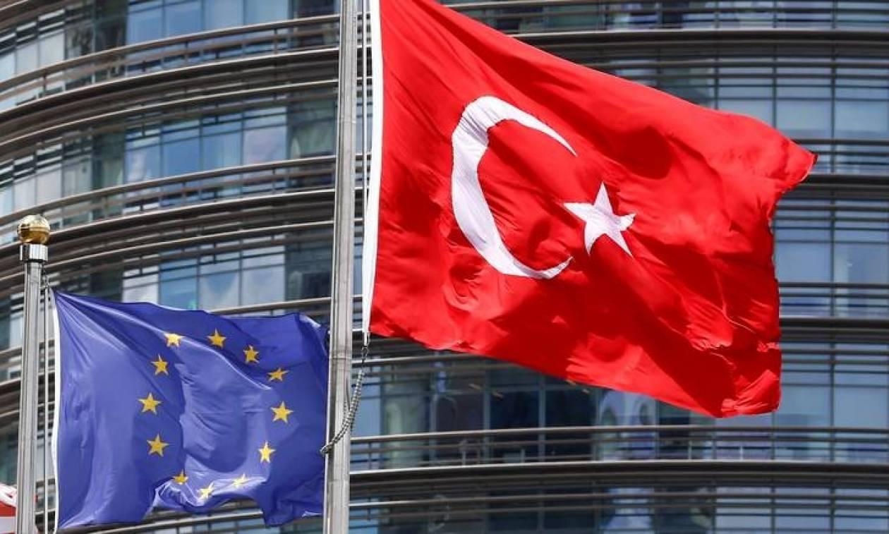 Βρετανία: Μυστική συμφωνία για χορήγηση βίζας σε ένα εκατομμύριο Τούρκους