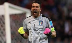 Euro 2016: Γκρεμίστηκε από το δοκάρι ο Μπουφόν! (video)