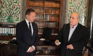 Ο Στουρνάρας παρέδωσε στο Βούτση την έκθεση για τη νομισματική πολιτική