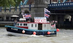 «Ναυμαχία» στον Τάμεση για το Brexit (photos&videos)