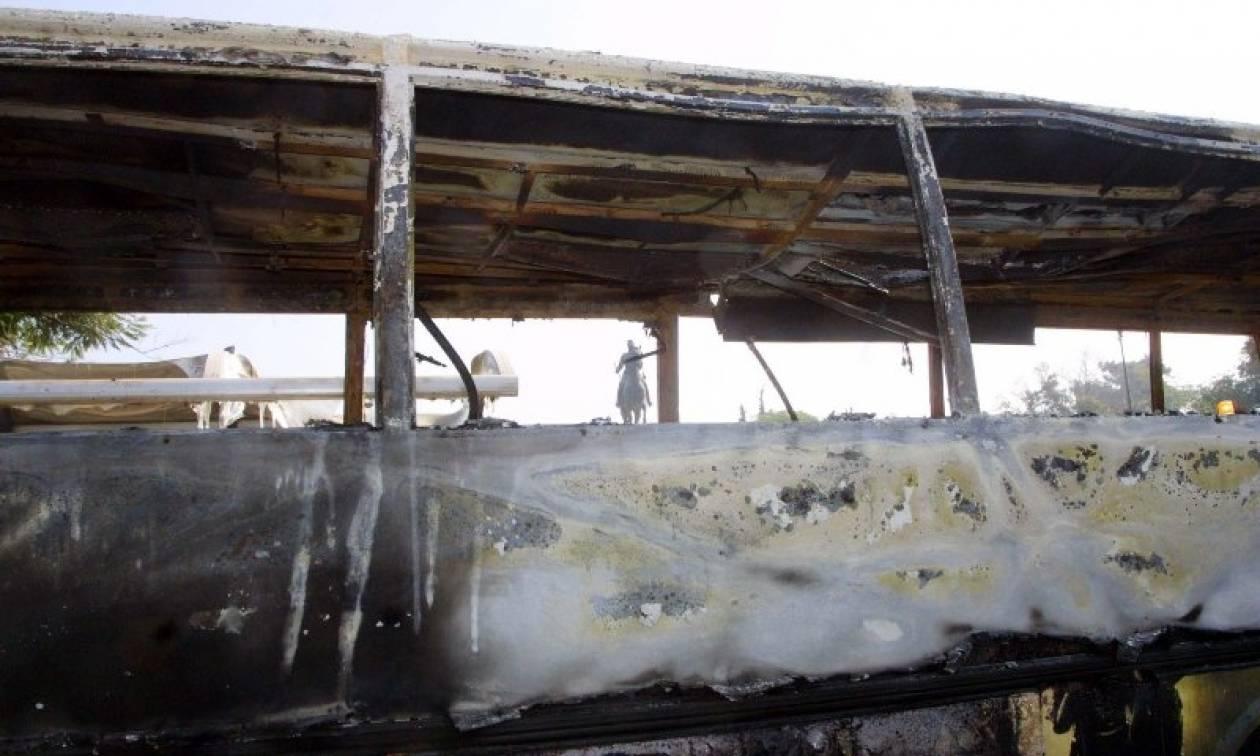 «Κάρβουνο» έγιναν λεωφορείο και τρόλεϊ από μολότοφ αντιεξουσιαστών - Έκλεισε η Πατησίων