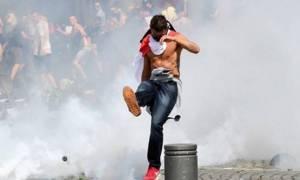 Euro 2016: Εμετικό βίντεο - Χούλιγκανς κλωτσούν γυναίκα! (video)