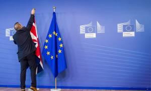 Νέα δημοσκόπηση δείχνει απόλυτο θρίλερ για το Brexit