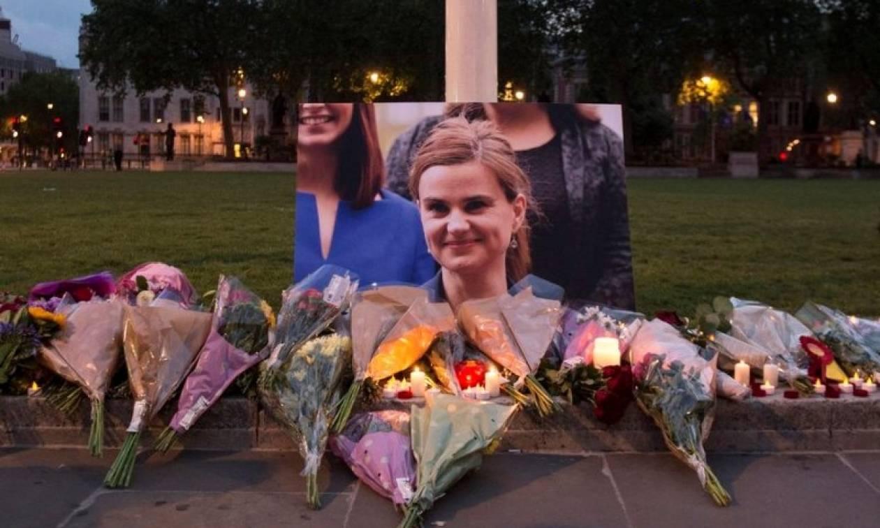 Με αίμα βάφτηκε το δημοψήφισμα για το Brexit – «Πάγωσε» η Βρετανία από τη δολοφονία της Τζο Κοξ