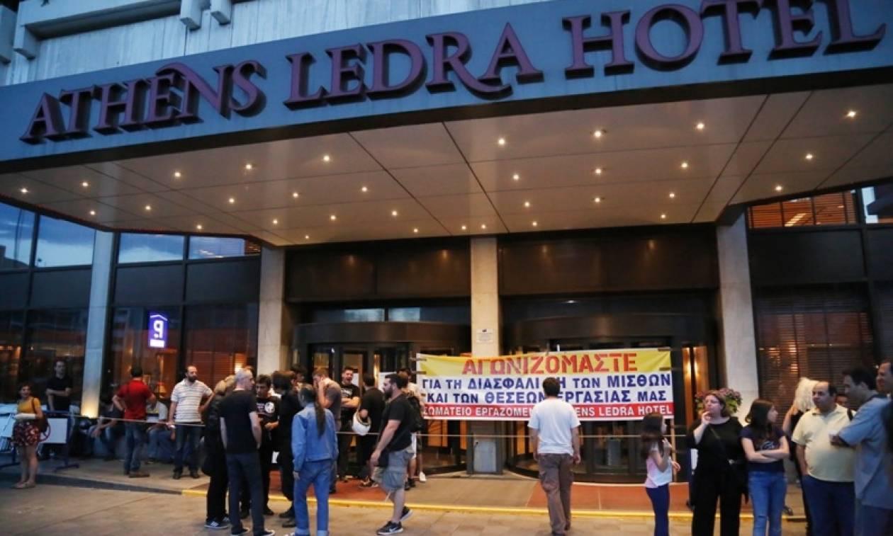 """Έξω από το υπουργείο Εργασίας οι εργαζόμενοι του """"Athens Ledra"""""""
