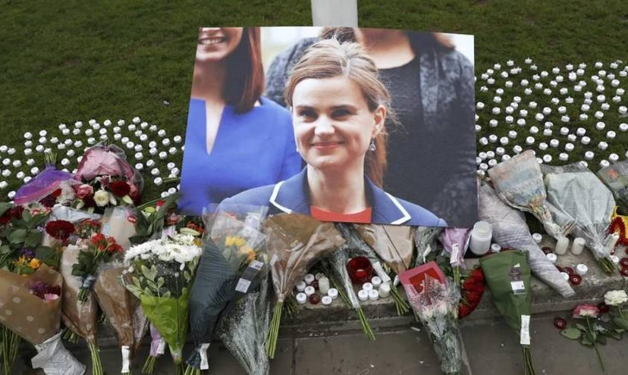 ΣΥΡΙΖΑ για τη δολοφονία της Τζο Κοξ: Συγκλονίζει ολόκληρη τη δημοκρατική Ευρώπη