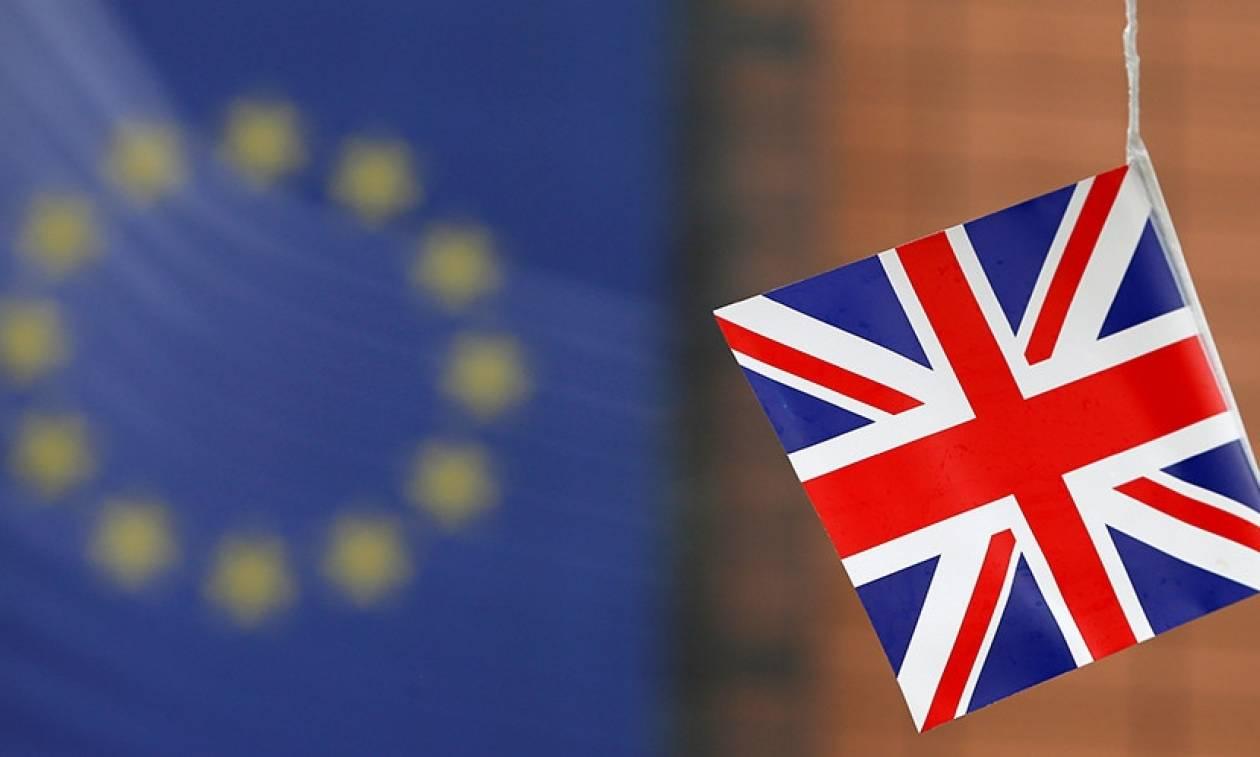 Δημοψήφισμα Βρετανία: Απομακρύνεται το Brexit στη σκιά της δολοφονίας της Τζο Κοξ
