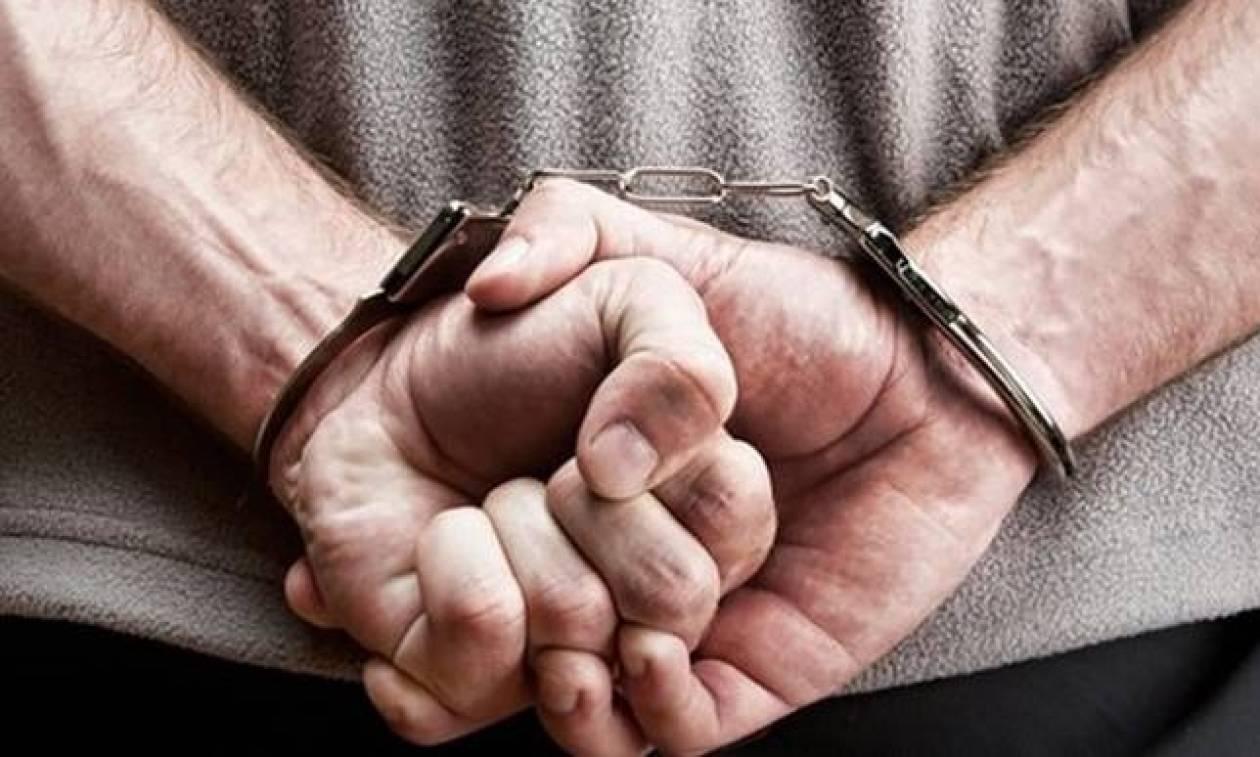Άργος: Δύο συλλήψεις για ληστεία και ξυλοδαρμό