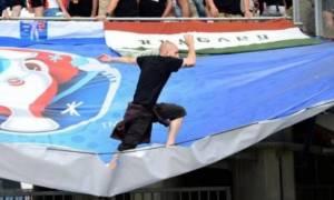 Euro 2016: Έπεσε στο κενό Ούγγρος οπαδός! (photos)