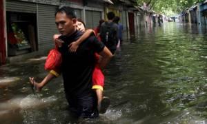 Ινδονησία: Μεγάλες πλημμύρες και κατολισθήσεις «έσπειραν» το θάνατο στην Κεντρική Ιάβα