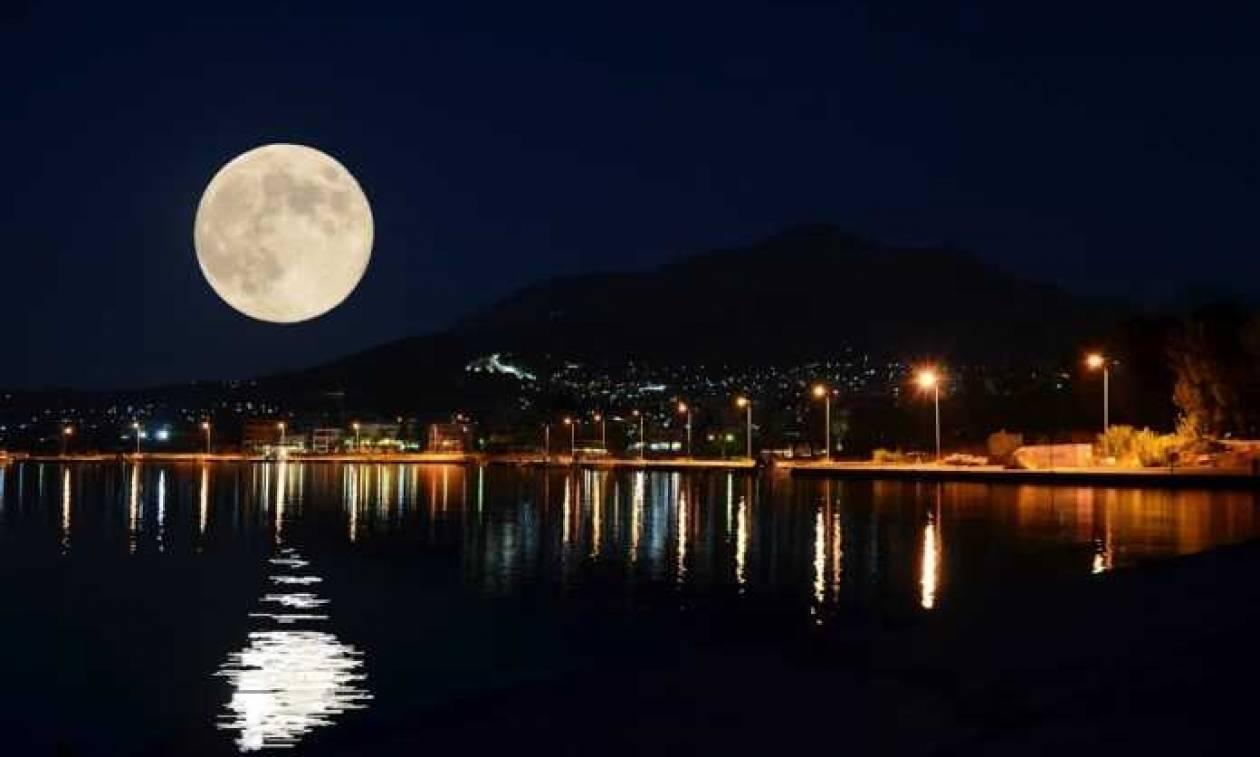 街灯と月のひかり