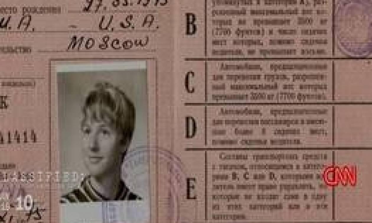 Μητέρα αποκαλύπτει στα παιδιά της τη μυστική ζωή της ως κατάσκοπος (vid)