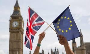 Βρετανία: Ηχηρή αποχώρηση από το στρατόπεδο του Brexit με κατηγορίες για ψέματα και μίσος