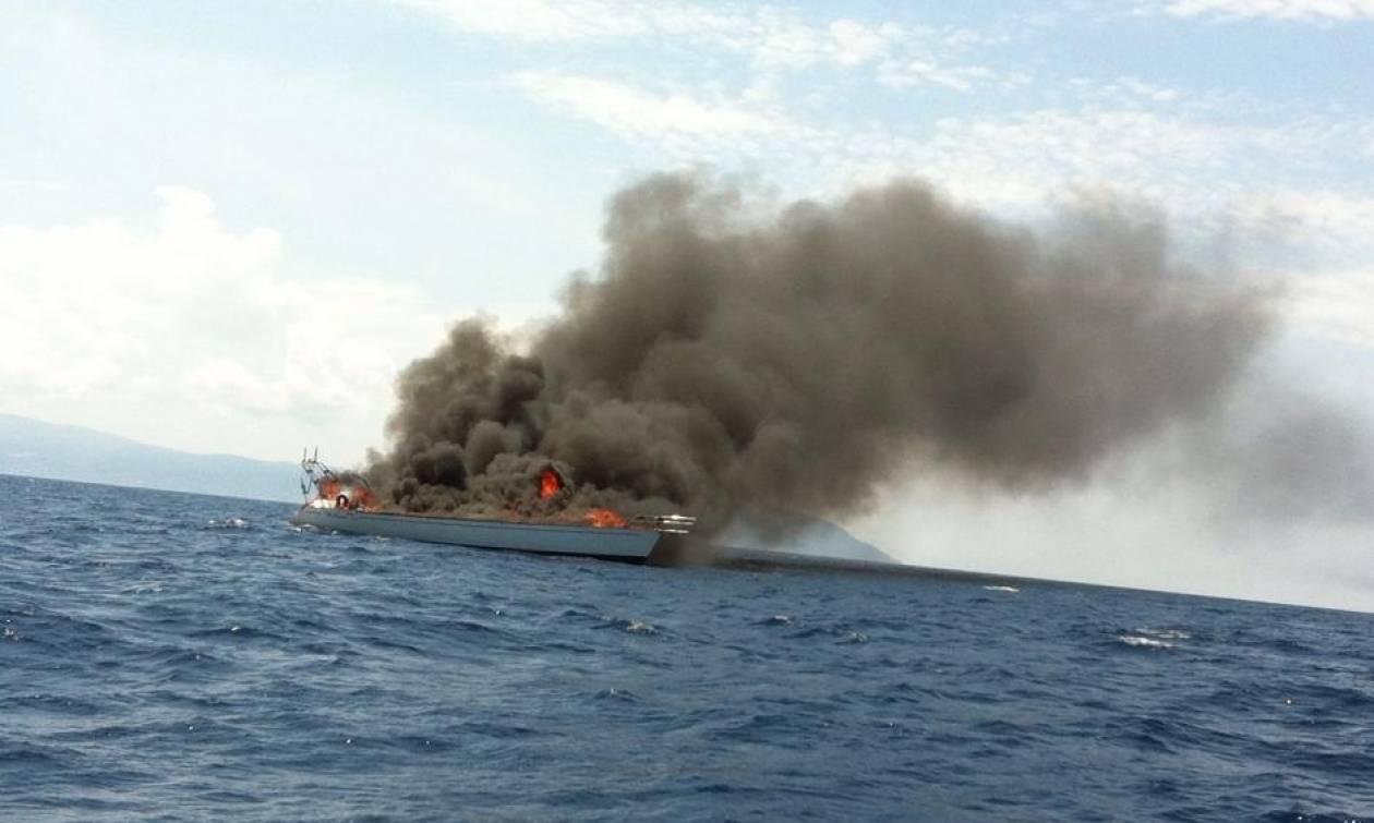 Πυρκαγιά σε ιστιοφόρο στην Αγία Μαρίνα Αίγινας - Θρίλερ για δύο επιβαίνοντες