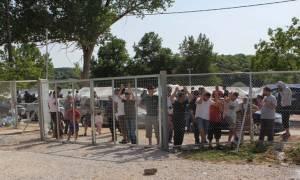 Ανήλικοι Αφγανοί παραλίγο να παγώσουν μέσα φορτηγό - ψυγείο - Στους 56.909 οι εγκλωβισμένοι στη χώρα