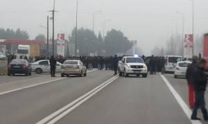 Πρόσφυγες απέκλεισαν για μισή ώρα την εθνική οδό Θεσσαλονίκης - Αθήνας