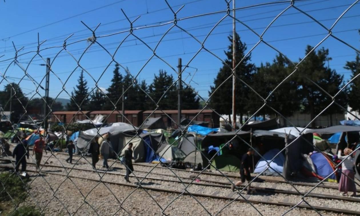 Φρανς Τίμερμανς: Η κατάσταση στο προσφυγικό βελτιώνεται σιγά-σιγά